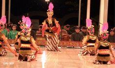 Indonesian Traditional Dance, TARI SERIMPI, from Jogya, Java, Indonesia.