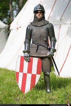 Medieval Knight, Medieval Armor, Medieval Fantasy, Renaissance, Knight In Shining Armor, Arm Armor, Fantasy Armor, Medieval Clothing, European History
