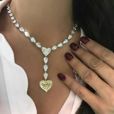 @thediamondsgirl QUEEN OF HEARTS!!! Wow! Love love love this @mahallatijewellery so much, that @mahallati let me wear it all day! Truly a breathtaking beauty... the beauty lies in its simplicity! ⭐️
