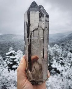 high quality Smoky quartz from High Road to Taos, New Mexico Photo: The Mineral Collective Amazing Geologist Minerals And Gemstones, Rocks And Minerals, Armadura Medieval, Crystal Magic, Beautiful Rocks, Rocks And Gems, Smoky Quartz, Smokey Quartz Meaning, Stones And Crystals