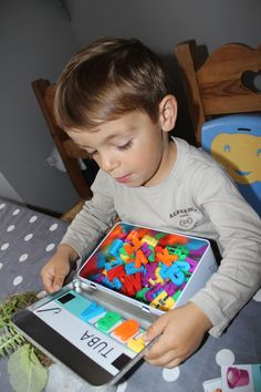 [DIY] The alphabet box - Preschool-Kindergarten Preschool At Home, Preschool Activities, Diy For Kids, Crafts For Kids, Letter Games, Kindergarten Lesson Plans, Early Childhood, Maxime, Wound Healing