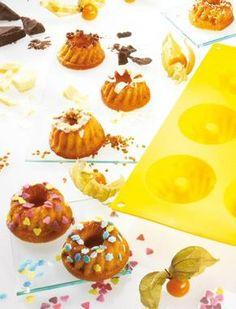 Mini-Mandel-Gugelhupfe aus der Silikonform                              -                                  Kleine Kuchen mit Mandeln für die Kaffeetafel