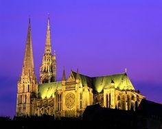 Cathédrale de Chartres, Centre - note the asymmetrical towers