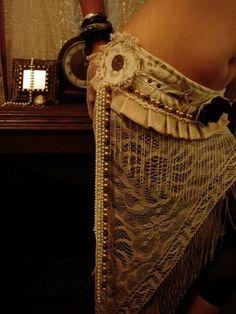 Custom Made Tribal Fusion Dance Belt by LOTUSDEVI DESIGNS tribal/fusion/bellydance/goth/steampunk/gypsy/industrial/burlesque via Etsy. Tribal Fusion, Dark Costumes, Unique Costumes, Costume Ideas, Belly Dance Belt, Belly Dancers, Burlesque, Dance Gear, Tribal Costume