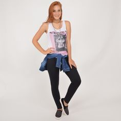 Regata estampada + Legging + Slip on + Jaqueta jeans na cintura #moda #look #outfit #inverno #lnl #looknowlook