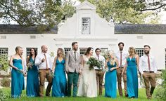 Wedding Photo Ideas & Tips - Family & Group Shots - Your Bridal Bestie Cape Town Wedding Venues, Wedding Venues Ontario, Cheap Wedding Venues, Beautiful Wedding Venues, Wedding Reception Venues, Reception Ideas, Receptions, Plus Size Brides, Plus Size Wedding