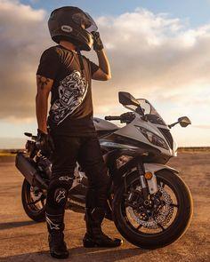 """Here's to the last Monday of 2015.  #Kawasaki #zx6r #636 #bikelife #hilife #alpinestars #truehonor #instamotogallery #2wlovers #riderich #bikekings…"""
