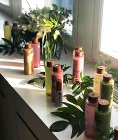 Meille on tärkeää pitää luonto lähellä suunnitellessamme tuotteidemme raaka-aineita ja valmistusta. Four Reasons Nature -tuotteiden sisältö on vähintään 99 % luonnosta peräisin ja ne kaikki valmistetaan Suomessa. Siksi se on hyvä valinta sekä sinulle että ympäristölle. 〰️ Keep the nature close, by your side. The formulas of the Four Reasons Nature products are 99% of natural origin at minimum. . . . #FourReasons #FourReasonsNature #haircare #vegan #veganhaircare #ecosert #cosmosnatural Tomorrow Today, Tomorrow Will Be Better, By Your Side, Dancing In The Rain, Grass, Nature, Naturaleza, Grasses, Nature Illustration