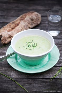 Green pea soup with wasabi. Recipe: Mia Troberg, Photo & Styling: Sanna Livijn Wexell.