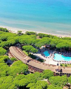 Itálie, Toskánsko, Follonica - Puntone Scarlino. Dovolená v Itálii, léto u moře, hotel na pláži, prázdniny v Toskánsku. Léto, moře slunce, pláž, bazén, polopenze. Hotel Palace Corte dei Tusci.