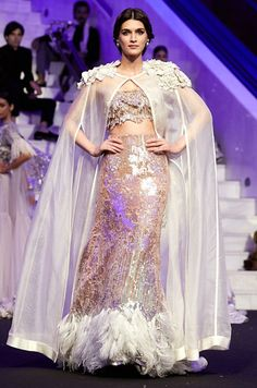 Manish Malhotra showcases 85 stunning looks in a runway show in Dubai Indian Wedding Gowns, Indian Gowns Dresses, Pakistani Dresses, Long Dresses, Party Wear Lehenga, Party Wear Dresses, Bridal Dresses, Bridal Gown, Indian Designer Outfits
