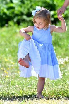 3. Juni 2016 Passend zu diesem herrlichen Sommertag zeigt sich Prinzessin Leonore in einem luftigen Kleid und darf auf Schuhe verzichten. Was gibt es Schöneres als barfuß durchs Gras zu streifen.