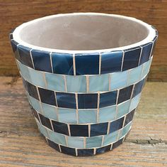 Handmade Glass Mosaic Clay Pot by NYMosaicArt on Etsy Mosaic Planters, Mosaic Flower Pots, Painted Flower Pots, Mosaic Garden, Mosaic Wall Art, Mosaic Diy, Tile Art, Mosaic Tiles, Mosaics