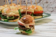 Party Mini Burger mit selbstgemachten Buns | happy plate