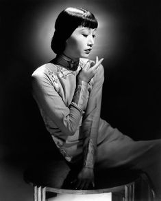 Anna May Wong, the first Chinese American movie star, and the first Asian American actress to gain international recognition. Her long and varied career spanned both silent and sound film, television, stage and radio Golden Age Of Hollywood, Vintage Hollywood, Classic Hollywood, Hollywood Glamour, Hollywood Girls, Hollywood Actresses, Actors & Actresses, Classic Actresses, Asian American Actresses