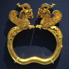 Gold Griffin Bracelet, 5th-4th. c BCE, Oxus Treasure, British Museum  #Achaemenids