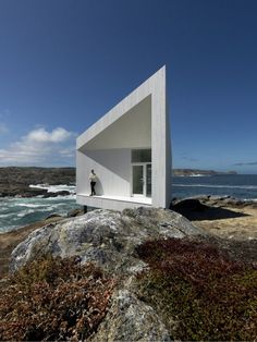 …—-=== The compact, trapezium shaped plan of the studio is augmented by the extension of the east and west exterior walls to create a sheltered, triangulated south entry deck and a north terrace that overlooks the ocean.