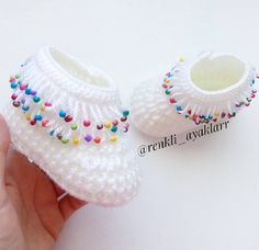 The most beautiful knitted baby booties patterns - Knittting Crochet Knit Baby Dress, Crochet Baby Boots, Knit Baby Booties, Crochet Socks, Booties Crochet, Baby Booties Knitting Pattern, Baby Knitting Patterns, Crochet Pattern, Handmade Kids Bags