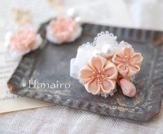 桜のミニブローチ出来ました(*^^*) ピアス、イヤリングとお揃い♪ コットンパールで可愛く華やかに #桜#つまみ細工 #ミニブローチ