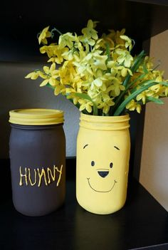 5 Minute Crafts: Winnie the Pooh Mason Jar Vases! Winnie the Pooh is full of so many adorable characters and memorable quotes- and Disney's Christo Winnie The Pooh Themes, Winnie The Pooh Cake, Winnie The Pooh Nursery, Winnie The Pooh Birthday, Disney Nursery, Mason Jar Vases, Mason Jar Crafts, Mason Jar Diy, Baby Shower Themes