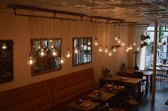 Industriële lamp, gloeilampen en stalen buis (koper of staal) | maatwerk voor lunchcafé met industriële stijl