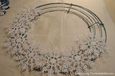 Dollar Store Snowflake Wreath-My After Christmas Blues ~ Snowflake Wreath av Exq … Wreath Crafts, Diy Wreath, Christmas Crafts, Christmas Decorations, Holiday Decor, Tulle Wreath, Burlap Wreaths, Christmas Christmas, Christmas Lights