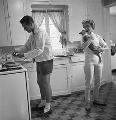 Paul Newman and Joanne Woodward in their Beverly Hills home, 1958