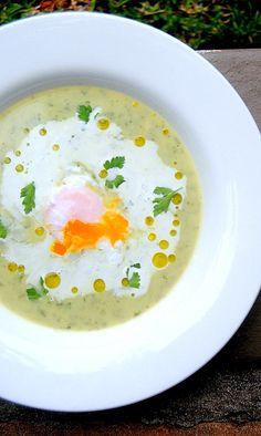 CREMA DE BERROS CON HUEVOS ESCALFADOS (watercress cream soup with poached eggs)