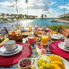 Nadire Atas on Dining Al Fresco Second Breakfast, Breakfast In Bed, Perfect Breakfast, Food N, Food And Drink, Art Cafe, Al Fresco Dining, Coffee Time, Outdoor Dining