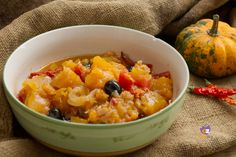 Zucca stufata con pomodori e olive nere Risotto, Curry, Ethnic Recipes, Food, Curries, Meals, Yemek, Eten