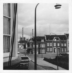 1968, Foto vanaf de Kruisstraat ter hoogte van de huidige rotonde bij het thermenmuseum. Op voorgrond een LTM-bus en op de achtergrond de ON-1 met de lange Jan en Lange Lies.