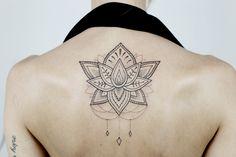 Mam dla Was kilka zdjęć z dzisiejszej wizyty w Jazz Tattoo. Na mój czwarty już tatuaż zdecydowałam się w listopadzie. Tym razem dobrze wiedziałam, że chcę coś większego – padło na kwiat lotosu. Dlaczego? Kwiat lotosu ma wiele różnych znaczeń, o których przeczytać możecie w internecie (duchowość, czystość, odrodzenie, harmonia, powodzenie, dobrobyt i wiele więcej). [...]
