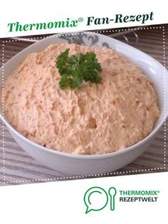 Ruck-Zuck Dip mit getrockneten Tomaten Quick dip with dried T-Bine tomatoes. A Thermomix ® recipe from the Sauces / Dips / Spreads category www.de, the Thermomix ® community. Healthy Foods To Eat, Healthy Drinks, Healthy Recipes, Dips, Pesto Dip, Quick Dip, Dried Tomatoes, Dip Recipes, Recipes