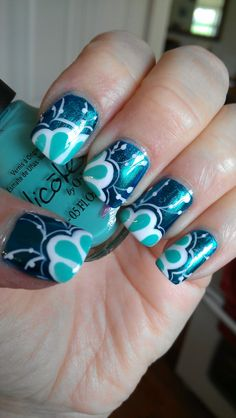 Cute blue and white nails! So detailed! So pretty!