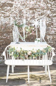 #trautisch #stuhldeko Chair decoration wedding - Inspirationen für eure Dekoration vom Geschenketisch bis zum Sweet Table | Hochzeitsblog The Little Wedding Corner