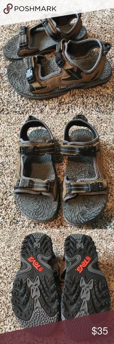 Brown suede, gray and black accents. Size Very good condition Teva Shoes Sandals & Flip-Flops Flip Flop Sandals, Flip Flops, Shoes Sandals, Sandalias Teva, Black Accents, Fashion Design, Fashion Tips, Fashion Trends, Brown Suede