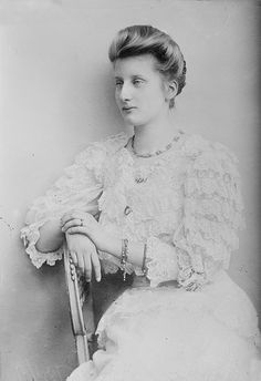Augusta Victoria of Hohenzollern - Claimed to be Queen of Portugal after her marriage to the deposed Manuel II. They never had children. Portuguese Royal Family, German Royal Family, Victoria, History Of Portugal, Franz Josef I, German Women, Casa Real, People Of Interest, Royal House