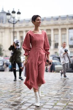 The Best Street Style At Paris Fashion Week Spring Summer 2018 Cool Street Fashion, Paris Fashion, Street Chic, Girl Outfits, Fashion Outfits, Womens Fashion, Style Fashion, Dress Fashion, Ootd Fashion