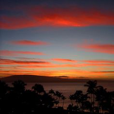 No one can do a sunset quite like Hawaii.. #sunsurfculture