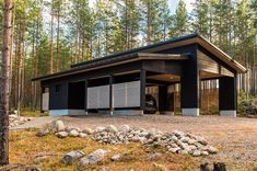 Modern Cabin in Finland Modern Bungalow, Modern Cottage, Small House Design, Modern House Design, Home Building Design, Building A House, Contemporary Cabin, Cottage Exterior, Shed Homes
