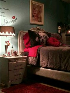 Marilyn Monroe teen room Monroe Teen, Marilyn Monroe Bedroom, Teen Girl Bedrooms, Awesome Bedrooms, Dream Bedroom, Girl Room, Diy Furniture, Bedroom Decor, Couch