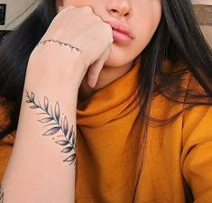 If you& been wanting to ask you something and yet you decide, surely one of these you will like . 10 tattoos you& want to make in… Vine Tattoos, Wrist Tattoos, Arm Tattoo, Body Art Tattoos, Cool Tattoos, Tatoos, Awesome Tattoos, Tattoo Designs Wrist, Little Tattoos