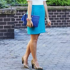 Banana Republic Skirt Banana Pencil Skirt. Beautiful Turquoise color. Color is perfect to rock out the beginning of spring. Banana Republic Skirts Midi