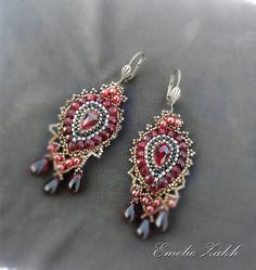 Free shipping.Beaded earrings.Handmade Artisan di Emeliebeads