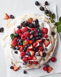Fresh Fruit Desserts, Summer Desserts, Sweet Desserts, Just Desserts, Baked Meringue, Meringue Food, Impressive Desserts, Brunch Dishes, Comfort Food