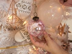 Awesome 45 Stylish White Christmas Tree Decoration Ideas. More at http://trendecor.co/2017/12/10/45-stylish-white-christmas-tree-decoration-ideas/