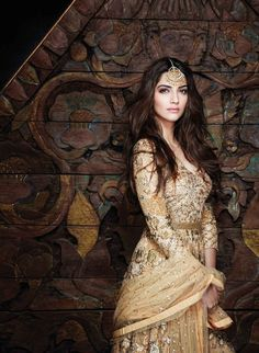 Sonam Kapoor ... wow, what a beautiful woman/lady!