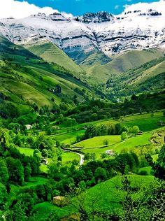 Valle de Pisuena, Cantrabia, Spain.