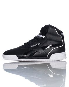 REEBOK High top men's sneaker Leahter material with padded fabric upper  Lace closure with velcro strap