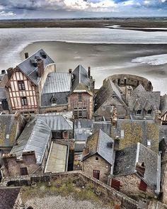 Mont Saint Michel Mont Saint Michel France, Le Mont St Michel, Places Around The World, Travel Around The World, Around The Worlds, Paris Travel, France Travel, Beautiful Castles, Beautiful Places